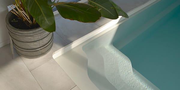 Maatwerk zwembadranden keramiek