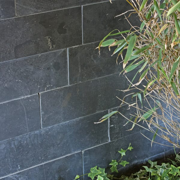 Close up grijs natuursteen muurtje